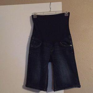 Oh baby by motherhood bermuda shorts